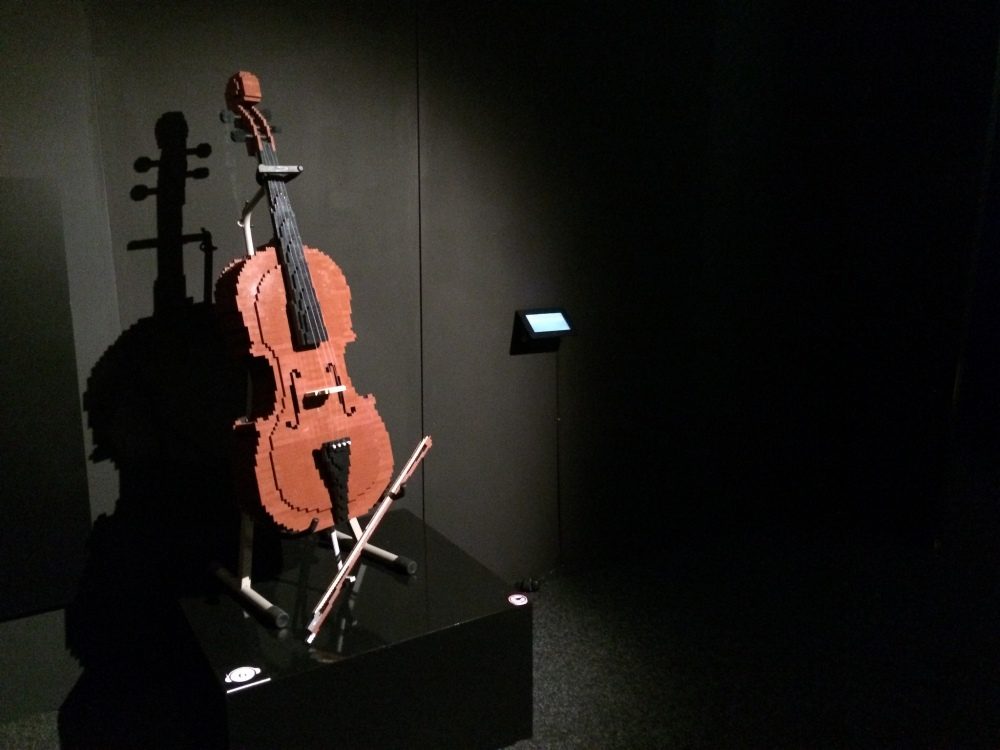Cello -Nathan Sawaya - The Art of the Brick
