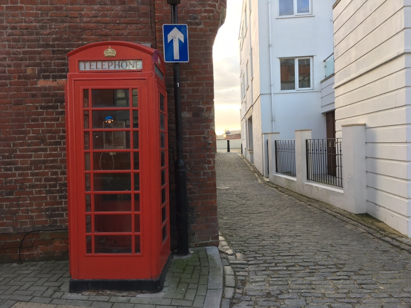 K6 telephone kiosk by Sue Lowry - in Old Portsmouth
