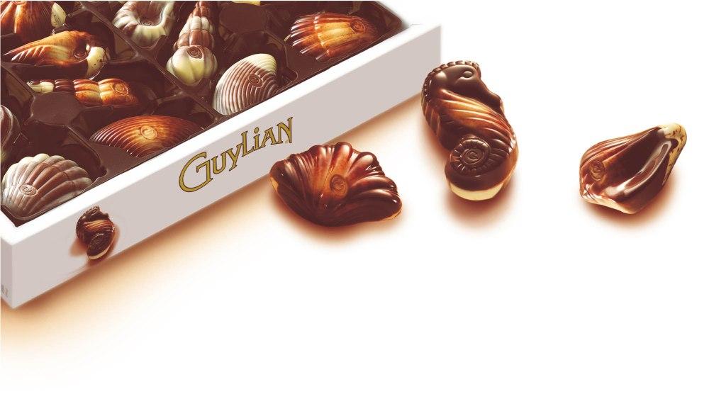 Open box with shells - Chocolaterie Guylian